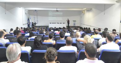 """Mesa-redonda destaca debates do curso de extensão """"Um Livro, Várias Lições: questões políticas""""; o evento ocorre no campus Varginha, no dia 07/12"""