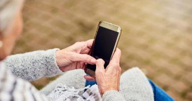 Universitários e professores interagem virtualmente com idosos de Alfenas; ações integram o programa de extensão Universidade Aberta à Terceira Idade