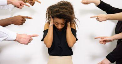 UNIFAL-MG inclui práticas de assédio, importunação sexual, racismo, injúria racial, bullying, cyberbullying, discriminação por sexo ou orientação sexual como infrações disciplinares; infrator, além das sanções legais, deverá participar de ações formativas sobre direitos humanos