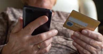 Pesquisa da UNIFAL-MG investiga temática de promoção e prevenção da violência financeira aos idosos de baixa renda; estudo recebe menção honrosa no Prêmio CAPES de Tese 2021