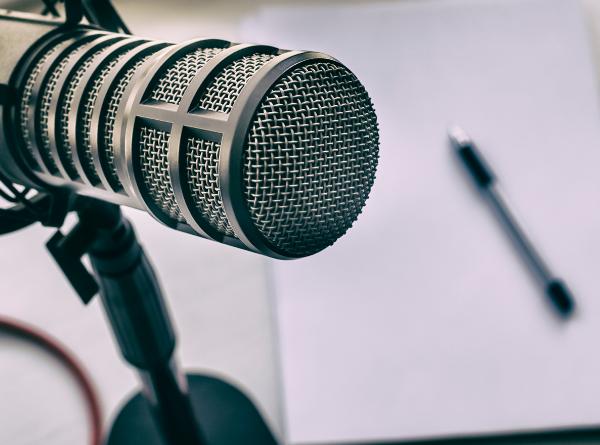 Projetos da UNIFAL-MG aderem a plataformas de áudio para divulgação de podcasts sobre ciência, atualidades,…
